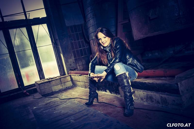 Glamourfotoshooting mit Sabrina in einer alten Fabrik - Fotograf Hausruckviertel - Oberösterreich