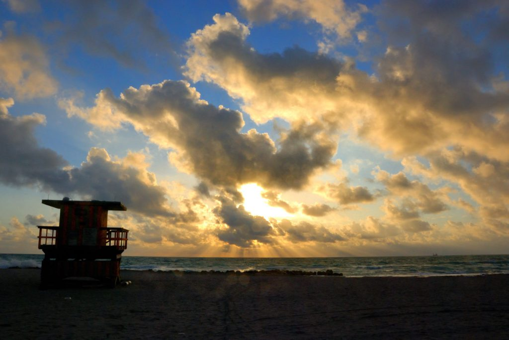 Sonnenaufgang am Strand von Miami Beach