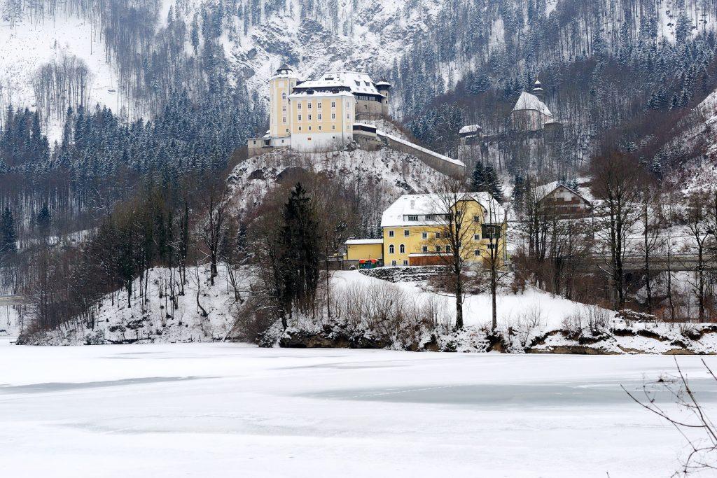 Schloss Klaus im Winter