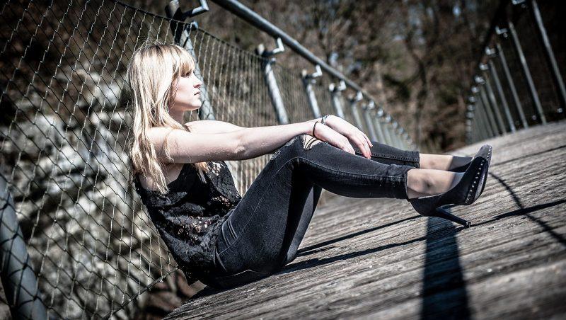 Portraitfotoshooting auf der Brücke